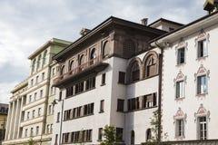 Construções brancas em Bolzano, Itália, imagens de stock