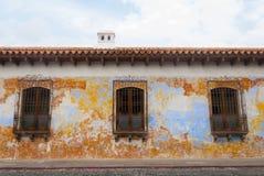 Construções coloniais e ruas cobbled em Antígua, Guatemala, América Central imagens de stock