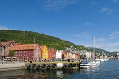 Construções coloridas de Bryggen em Bergen foto de stock royalty free