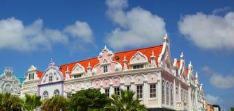 Construções coloridas de Oranjestad Aruba foto de stock