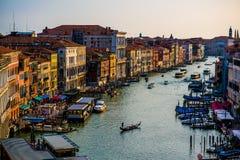 Construções coloridas em Veneza antes do por do sol foto de stock royalty free