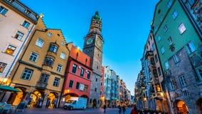 Construções coloridas na água de Colônia, Alemanha fotografia de stock