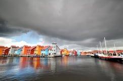 Construções coloridas na água no abrigo Foto de Stock Royalty Free