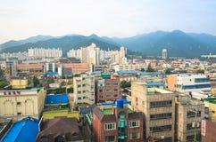 Construções coloridas na cidade do centro de Daegu Imagens de Stock Royalty Free