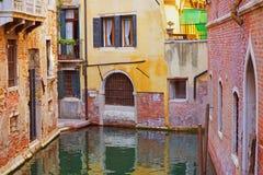 Construções coloridas Venetian imagens de stock
