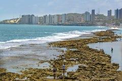 Construções da margem e praia Natal Brazil imagem de stock