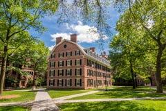 Construções da Universidade de Yale no céu azul do verão em New Haven, CT E.U. Imagens de Stock Royalty Free