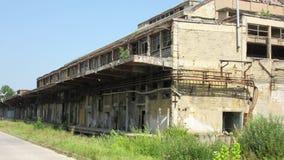 Construções das indústrias quebradas e abandonadas velhas na cidade de Banja Luka - 18 Fotos de Stock