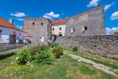 Construções de estabelecimentos antigos da pedra e da restauração neles imagem de stock