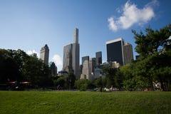 Construções de Manhattan atrás do Central Park Imagens de Stock