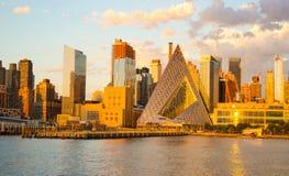 Construções de Manhattan no por do sol foto de stock royalty free