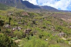 Construções de residência populares tibetanas de Raditional em uma vila bem preservado, vila tibetana de Jiaju, Danba, Sichuan, C Imagens de Stock