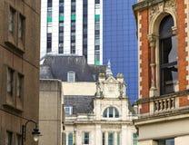 Construções diferentes na cidade de Cardiff, Gales, Reino Unido imagens de stock