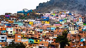 Construções do precário em Lima, Peru fotos de stock royalty free