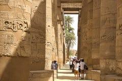 Construções e colunas de megálitos egípcios antigos Ruínas antigas de construções egípcias Imagem de Stock
