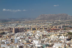 Construções e montanhas de Alicante Imagens de Stock