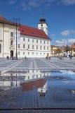 Construções e o Conselho velhos Towerin Sibiu Imagem de Stock