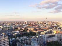 Construções e torre da tevê em Berlim fotos de stock royalty free