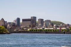 Construções em Montreal do centro imagens de stock