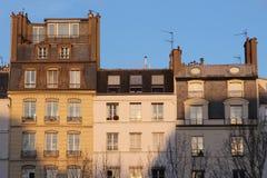 Construções em Paris com ligth do por do sol Imagens de Stock
