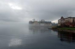 Construções em uma névoa imagens de stock royalty free