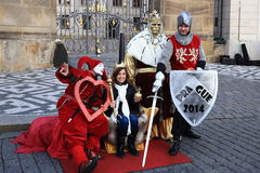 Construções históricas, atores do cerco histórico, Praga, República Checa imagem de stock