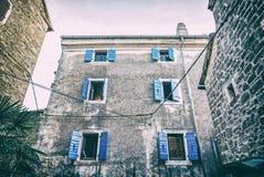 Construções históricas em Groznjan, Croácia, filtro análogo fotografia de stock royalty free