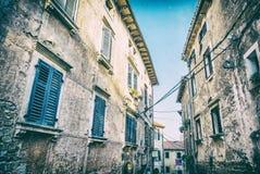 Construções históricas em Groznjan, Croácia, filtro análogo imagem de stock
