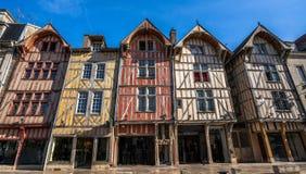 Construções históricas velhas do centro de cidade de Troyes foto de stock royalty free
