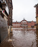Construções inundadas ao longo de um rio Foto de Stock