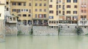 Construções/lojas no rio em Florença fotografia de stock royalty free