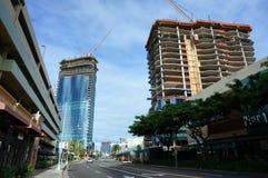 Construções luxuosas do condomínio sob a construção em Ward Village foto de stock royalty free