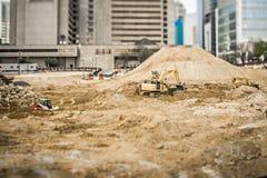Construções modernas da cidade sob a construção ou a manutenção Fotos de Stock Royalty Free