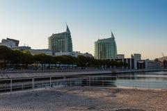 Construções modernas de Lisboa em Parque DAS Nacoes, parque da expo 98 Portugal de Lisboa das nações Fotos de Stock Royalty Free