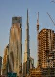 Construções modernas no por do sol em Dubai, UAE imagem de stock