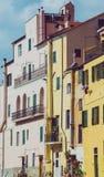 Construções multicoloridos Ligurian do vintage na cidade de Porto Maurizio imagens de stock royalty free