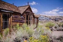 Construções na cidade fantasma abandonada de Bodie California Bodie era uma cidade ocupada, alta da mineração do ouro da elevação fotografia de stock