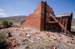 Construções na cidade fantasma abandonada de Bodie California Bodie era uma cidade ocupada, alta da mineração do ouro da elevação foto de stock
