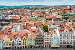 Construções no quadrado da república Pilsen Plzen, República Checa Imagem de Stock