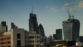Construções novas do arranha-céus fotografia de stock royalty free