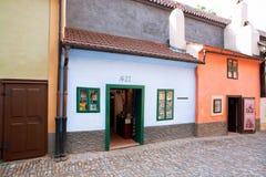Construções pequenas da pista dourada em Praga Imagens de Stock