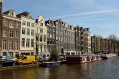 Construções residenciais históricas ao longo do canal de Prinsengracht em Amsterdão Imagens de Stock
