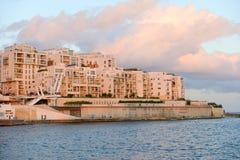 Construções residenciais modernas em Sliema, Malta fotografia de stock