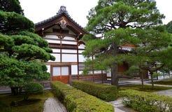 Construções secundárias do templo de prata em Kyoto foto de stock royalty free
