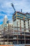 Construções sob a construção em uma cidade principal Imagem de Stock