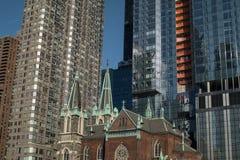 Construções velhas e novas em New York fotografia de stock