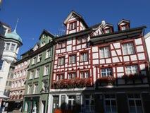 Construções velhas em uma rua em Sankt Gallen, Suíça imagens de stock