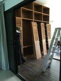 Construído no procedimento de fabricação da mobília foto de stock