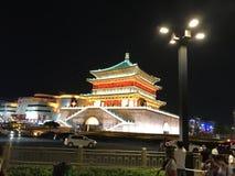 Constru??es antigas Xi ?no, Shaanxi, na noite foto de stock