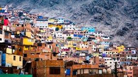 Constru??es do prec?rio em Lima, Peru imagens de stock